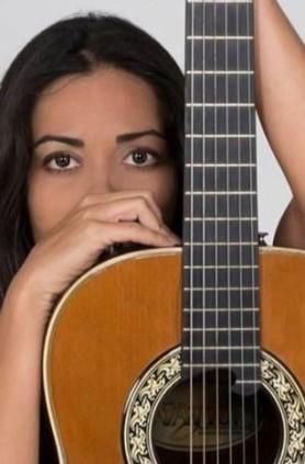 ivania guitarra_copy