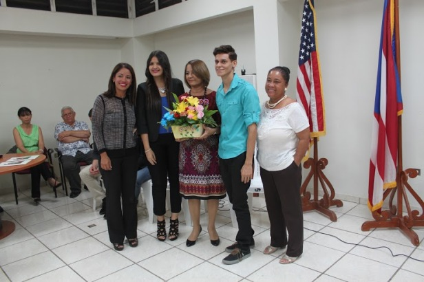 En la foto: Karilyn Bonilla, Janette Ortiz, Norma Romero, Christian Correa y Jackeline Vázquez