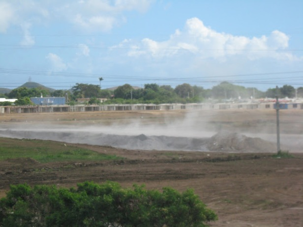El uso de cenizas de carbon para rellenar huecos donde se saco suelo fertíl es un pecado ambiental detestable