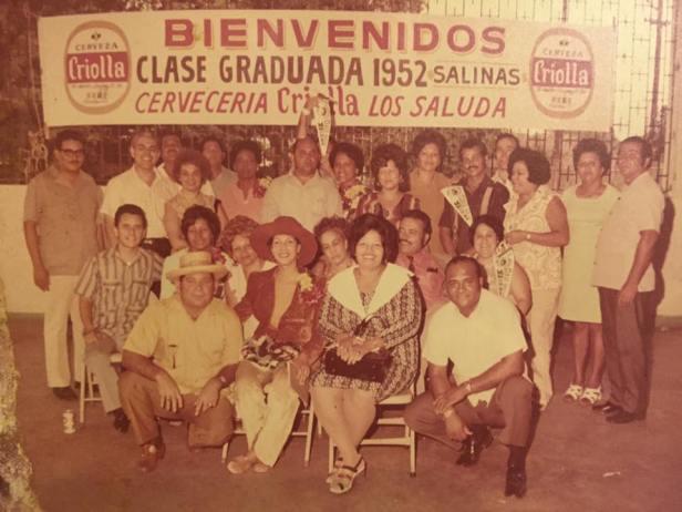 Clase graduada 1952 de la Primera Escuela Superio de Salinas Luis Muñoz Rivera