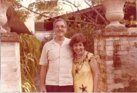 Enrique Vivoni y esposa en su casa en las afueras de Aguirre 17 ENERO 85